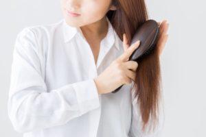 ブラッシング-美容師が教える「頭皮の臭いを抑えるシャンプーの洗い方」