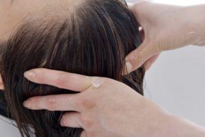 頭皮マッサージ-美容師が教える「頭皮の臭いを抑えるシャンプーの洗い方」